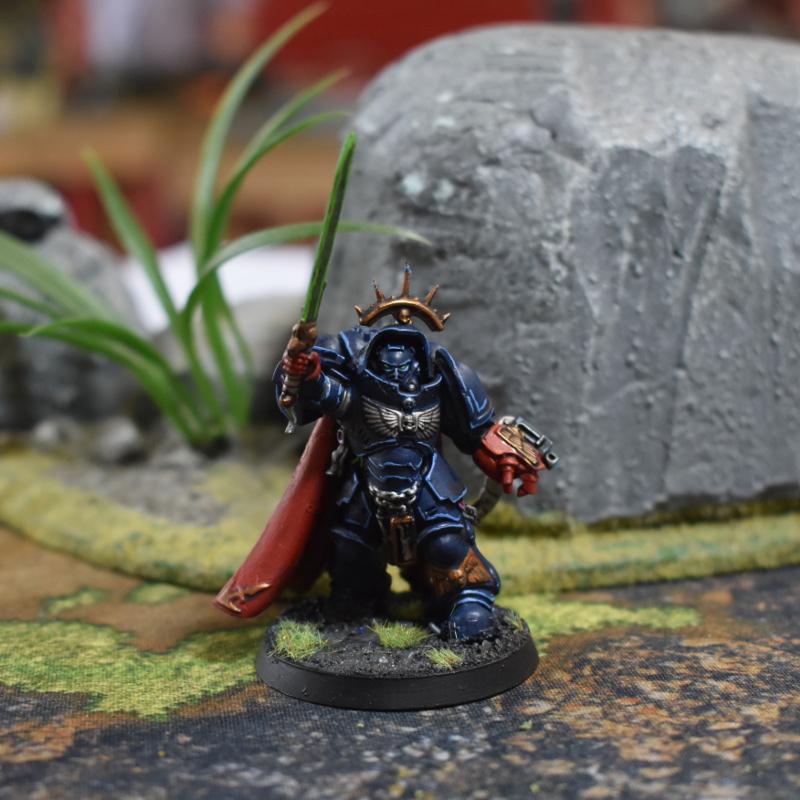 Crimson Fists Captain in Gravis armour
